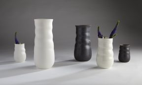 Lines in Porcelain – Vessels and Light